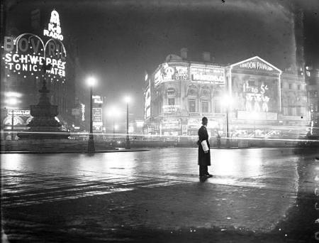 « Des publicités photogéniques à Piccadilly Circus »